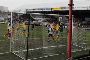 Robins are sunk by Mariners